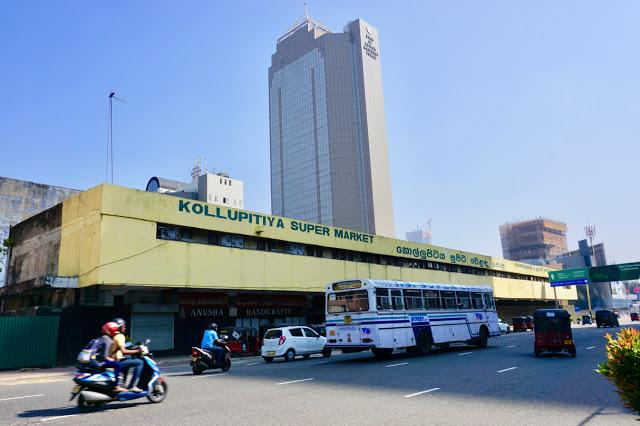 Vi sjekket inn på et hotell i Kolupitiya-bydelen, slik at vi skulle være sentralt og i kort avstand til både severdigheter og shopping.