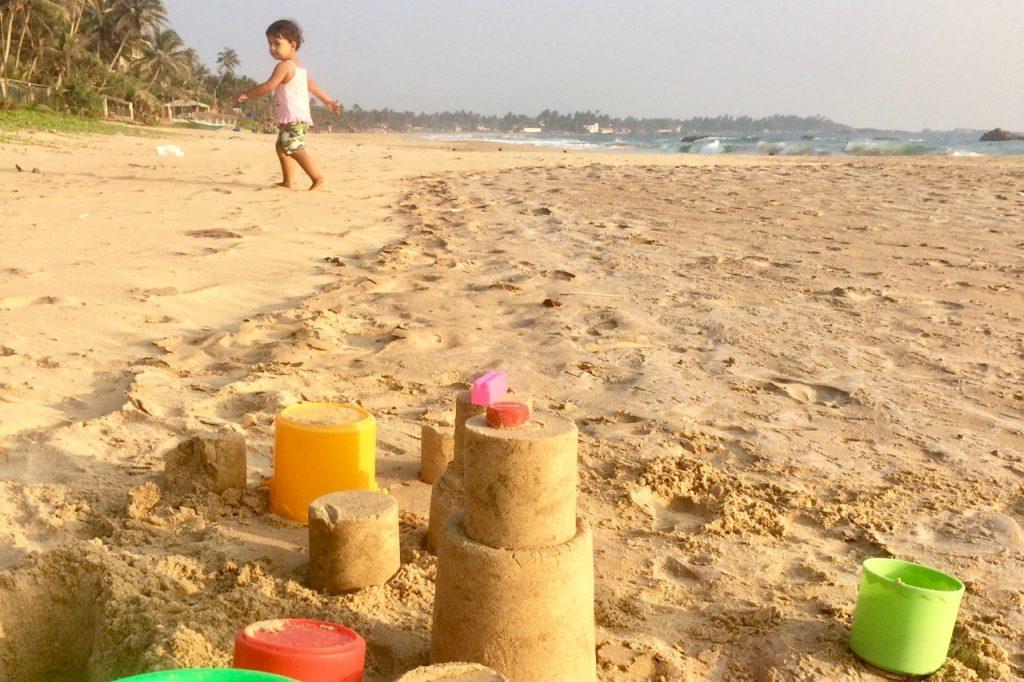 strandliv med barn sri lanka