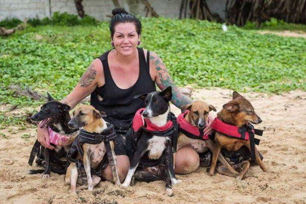 Marie redder gatehunder på Sri Lanka ANIMAL SOS