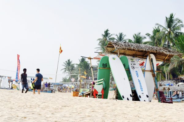 Hikkaduwa surfing Sri Lanka